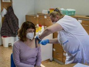 Çekya'da aşı olanlara iPhone ikramiyeli çekiliş