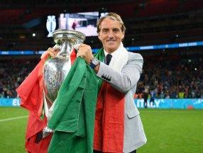 EURO 2020 kupası Roberto Mancini'nin ellerinde