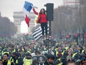 Fransa'da hükümetin politikalarına tepki gösteriliyor