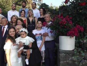 İstanbul'da doktor çift düğünlerini 8 aylık kızlarıyla yaptı