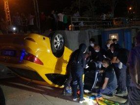 Ankara'da devrilen taksinin şoförü kurtarıldı
