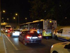 İstanbul'da yakıtı biten İETT otobüsü trafiği kilitledi