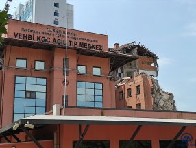 Haydarpaşa Numune Hastanesi'ndeki binanın yıkımına başlandı