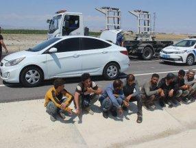 Konya'da otomobilde 10 kaçak göçmen yakalandı