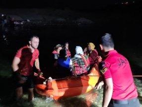 Dicle Nehri kenarında mahsur kalan 21 vatandaş kurtarıldı