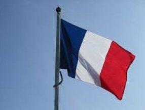 Fransa'da, Müslümanların ötekeleştirildiği yönünde eleştiri alan yasa tasarısı kabul edildi