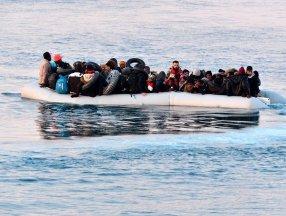 Libya açıklarında göçmenleri taşıyan bot alabora oldu