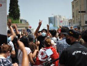Tunus'ta göstericiler Nahda Hareketi'nin genel merkezine baskın düzenlemeye çalıştı