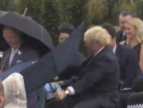 Boris Johnson'ın şemsiyesiyle imtihanı