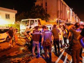 İzmir'de polis arabası otomobil ile çarpıştı: 4 yaralı