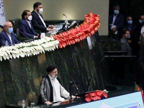İran'ın yeni Cumhurbaşkanı İbrahim Reisi, resmen görevine başladı