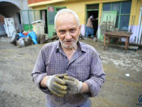 Bartın'da sel felaketinde çatıda eşiyle helalleşti