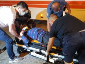 Adana'da tartıştığı kişiyi boynundan bıçaklayan saldırgana, otobüs çarptı