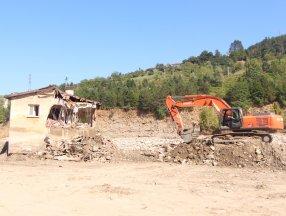 Babaçay köyünde 37 yıl önce yapılan afet evleri, selde yıkıldı