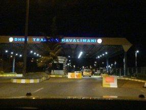 Trabzon Havalimanı'nda pist çatladı, uçuşlar iptal edildi