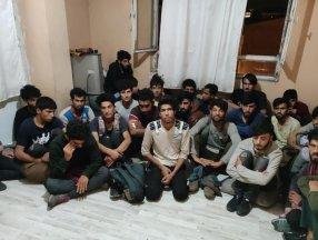Van'da 4 katlı binada 78 kaçak göçmen yakalandı