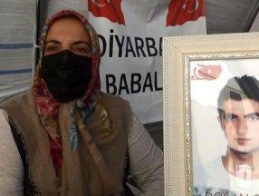 Diyarbakır'da evlat nöbetindeki anne: Siyaset yapmaya değil, oğlumu almaya geldim