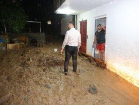 Trabzon'da şiddetli yağış Yomra ilçesinde su baskınlarına neden oldu
