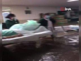 Meksika'da şiddetli yağış sonrası hastaneyi su bastı: 10 ölü