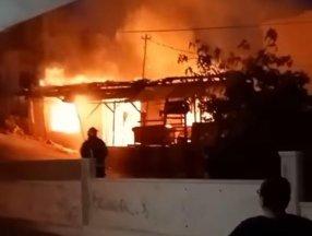 Antalya'da çakmakla oynayan kız evi yaktı