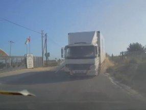 Mersin'de 4 kişinin yaralandığı kaza kamerada
