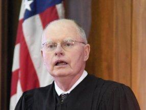 New Yorklu yargıç aşı zorunluluğunu kaldırdı