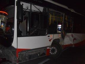 İzmir'de tır ile otobüs çarpıştı: 12 yaralı
