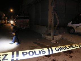Adana'da iki husumetli silahla birbirine ateş etti