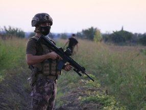 Adana'da polislere ateş açan şüpheliler tarlada yakalandı