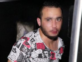 Denizli'de arabalara taş atan alkollü genç gözaltına alındı