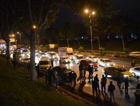 İstanbul'da trafikte makas atan araç zincirleme kazaya neden oldu
