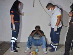 Adana'da yangında mahsur kalan şahsı bekçiler kurtardı