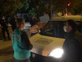 Kırıkkale'de temaslı olmasına rağmen parkta oturan 17 yaşındaki kız, ailesine teslim edildi