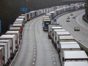 İngiltere'de sınırlı sayıda askeri tanker sürücüsü hazır bekletilecek