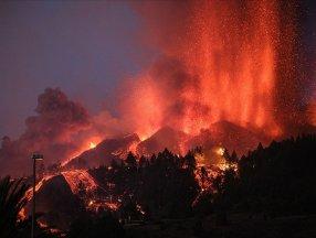 Cumbre Vieja Yanardağı'nın püskürttüğü lavlar tarihe geçti