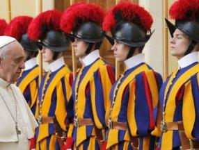 Papa'nın muhafız birliğinde aşı krizi