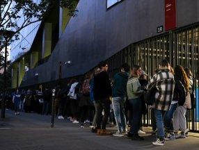 Fransa'da üniversite öğrencileri, gıda yardımı kuyruğunda