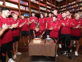 A Milli Takım, Caner Erkin'in doğum gününü kutladı