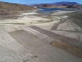 Suyu 300 metre çekilen Karacalar Barajı'nın zemini tarım arazisine dönüştü