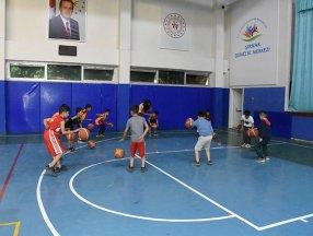 Şırnak'ta yapılan tesislerde çocuklar ve gençler, sporun keyfini çıkartıyor