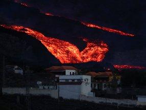 La Palma Adası'nda lavlar 1458 binayı yakıp yıktı