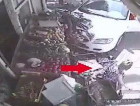 İsrail'de aracın çarptığı kadın hiçbir şey olmamış gibi alışverişe devam etti