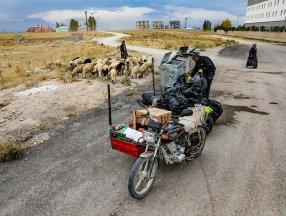 Van'da bedensel engelli baba kasa motoruyla ailesini geçindiriyor