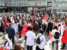 Ankara'da güzellik salonu sahipleri ve çalışanlar, Danıştayın kararını protesto etti