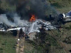 ABD'de pistten çıkan uçak bariyere çarpıp alev aldı: 21 kişi kurtuldu
